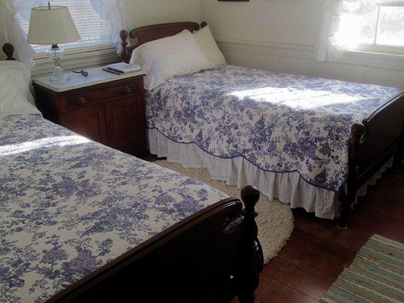 Brook-Room-beds