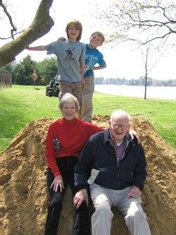 innkeepesr with grandchildren